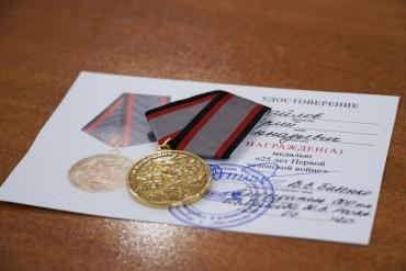 Вручение памятных медалей...